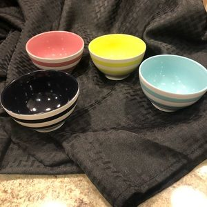 Thirty one ice cream bowls set of 4